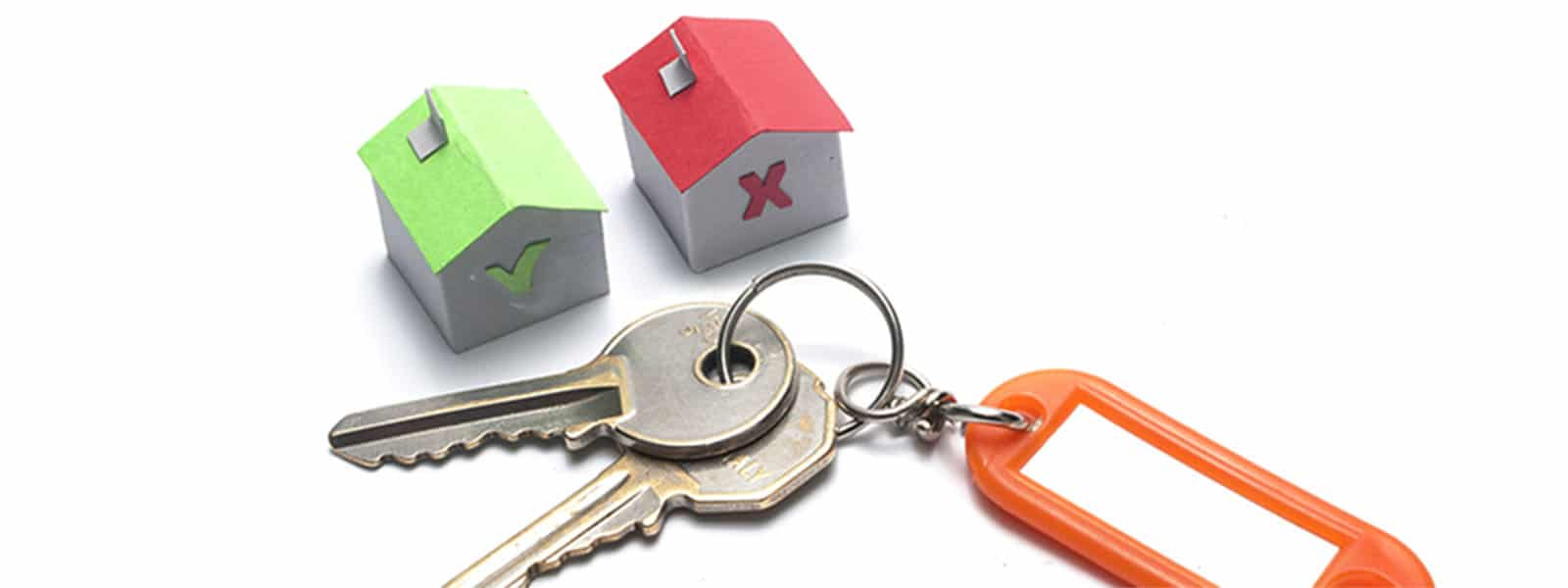 a green house with a check and a red house with an x near a set of keys and keychain
